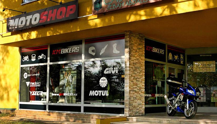 KMBIKERS kamenná prodejna moto shop
